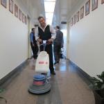 نظافت راهرو ها با پولیشر صنعتی
