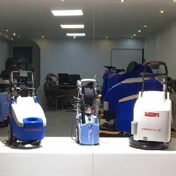 انواع تجهیزات شستشو و نظافت صنعتی شامل اسکرابر و واترجت