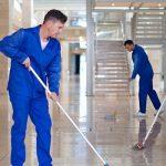 روش های سنتی دشوار و زمانبر در نظافت مراکز تجاری