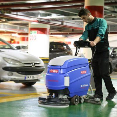 نظافت ایمن و موثر سطوح کف با دستگاه زمین شوی صنعتی