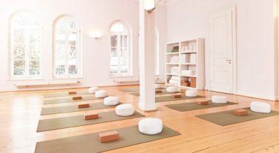 نظافت سالن یوگا