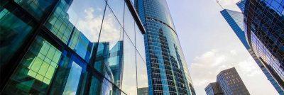 اهمیت شستشوی شیشه با دستگاه شیشه شوی صنعتی