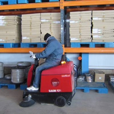 کاربرد دستگاه سوییپر در نظافت کارخانه کاشی