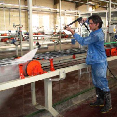 واترجت صنعتی و نظافت تجهیزات در کارخانه تولیدی