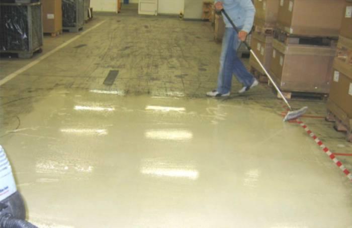 تاثیر استفاده از مواد شوینده صنعتی در نظافت سطوح