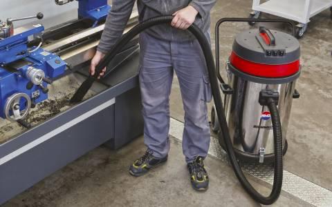 استفاده از جاروبرقی آب و خاک برای نظافت ماشین
