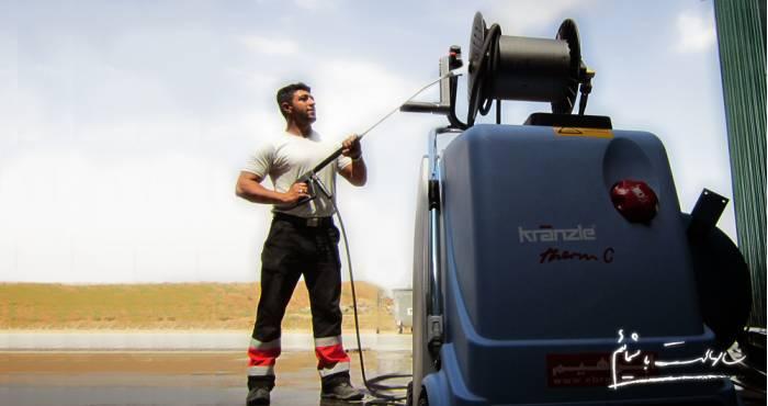 واترجت ها یا شوینده های فشار قوی آب رده ای از دستگاه های نظافت صنعتی هستند که با پاشش فشار بالای آب می توانند باصرفه جویی در آب مصرفی و افزایش کارایی نیروی انسانی، سطح مورد نظر را پاک نمایند.